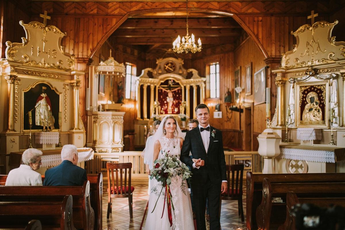 Ślub w Przepitkach, Parafia rzymskokatolicka pw. św. Zygmunta w Królewie ślub, fotografia ślubna Warszawa