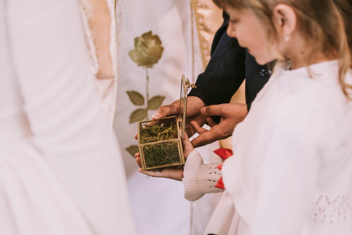 Ślub kościelny, Dekoracja kościoła, Tychy, Fotograf ślubny Warszawa, Duet fotografów